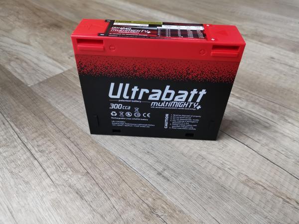 la batteria Ultrabatt multiMIGHTY è estremamente leggera e potente come una tradizionale batteria al piombo 14-16Ah.